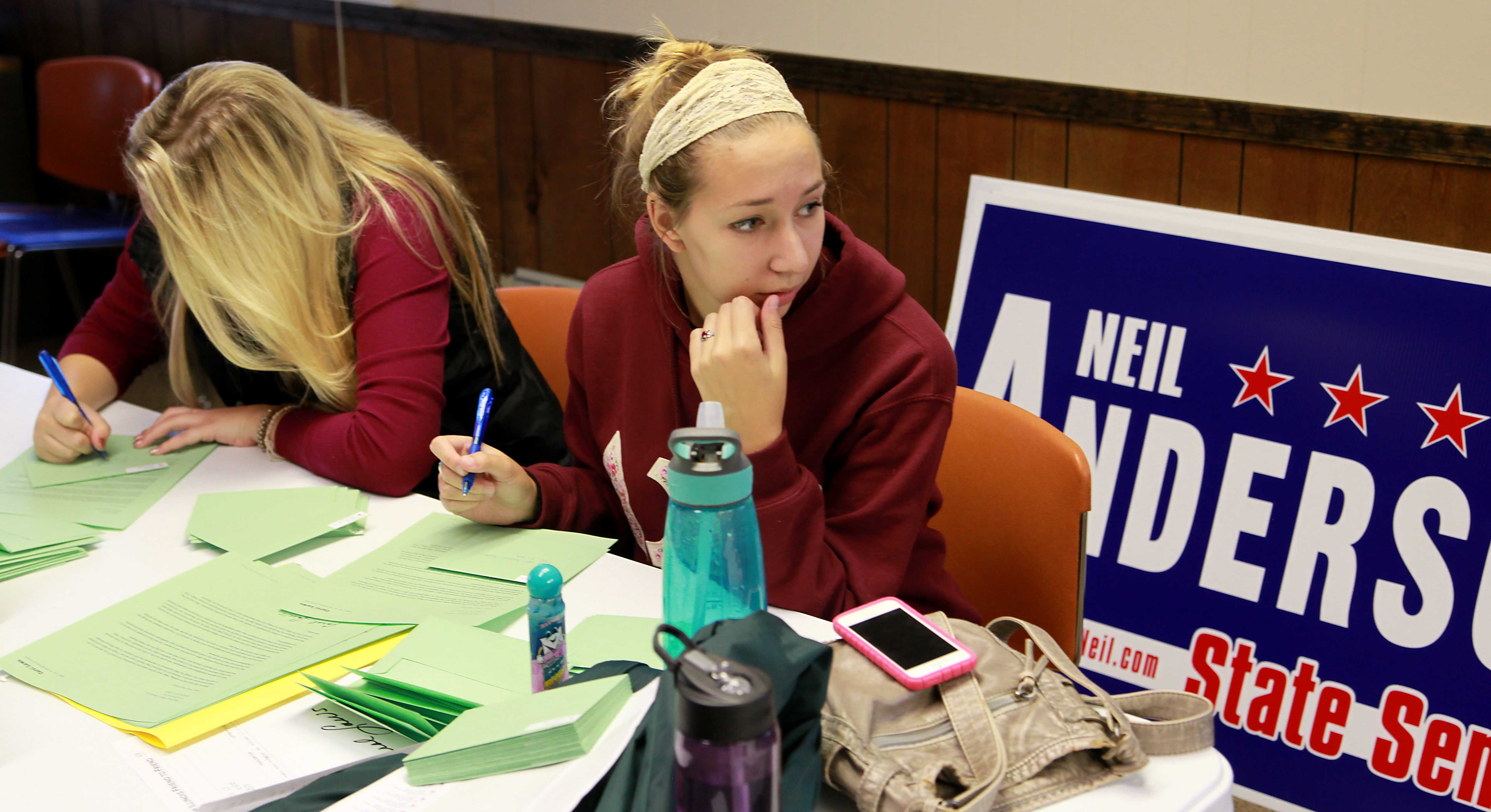 Ryan Silvola/Observer Staff First-year Becky Lindstrom and Junior Sophie Bennett work with Slone and other Augustana students on Neil Anderson's campaign for U.S. Senator. Anderson is running against incumbent Senator Mike Jacobs, D-Ill.