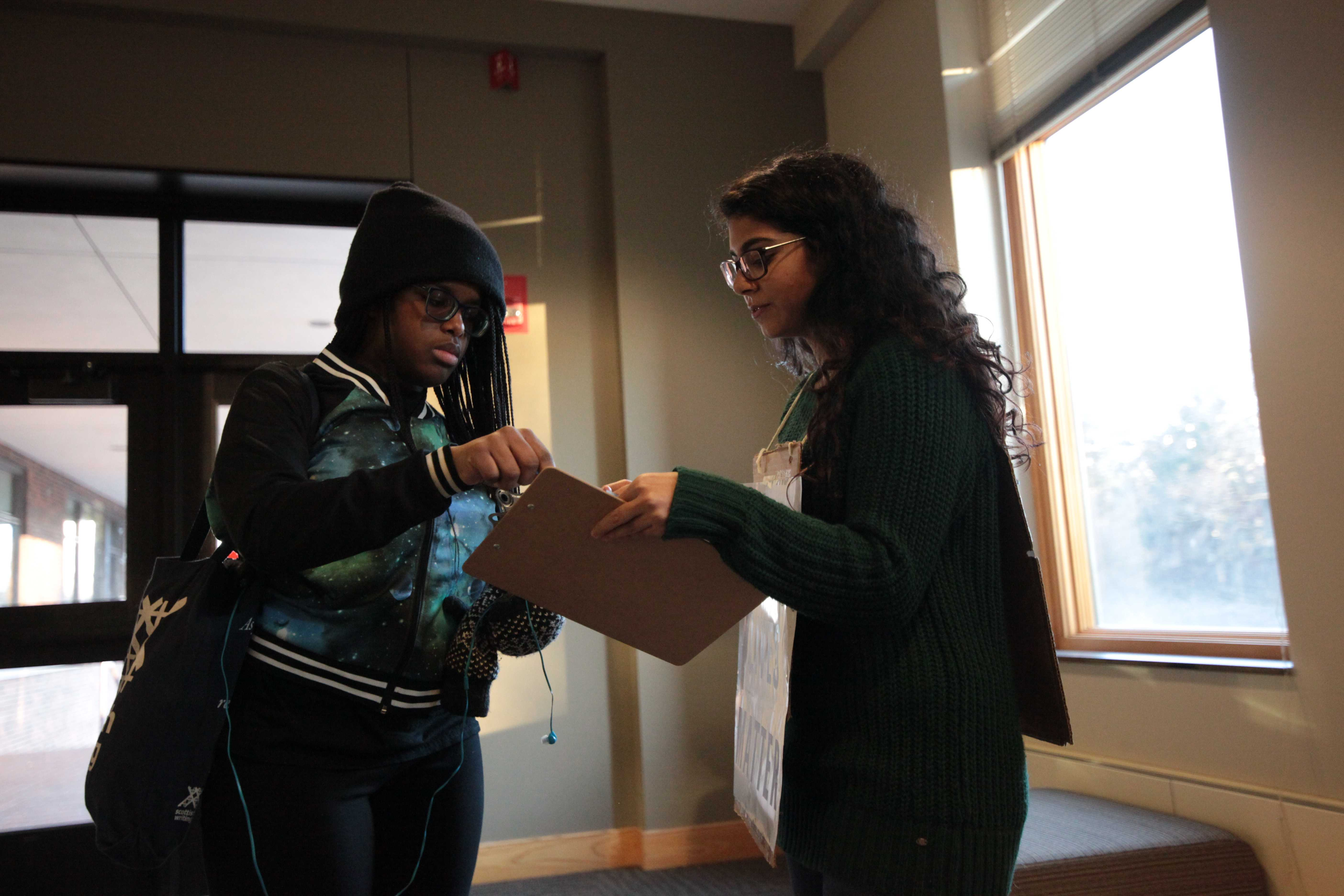 Senior Suhaiba Mohiuddin collects signatures for the petition of solidarity. Photo by LuAnna Gerdemann.